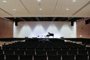 CCA: Blick auf die Bühne des Plenarsaals; © Magdalena Stranzinger